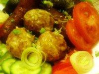 Sült hurka-kolbász-sajtos fokhagymás burgonyával és salátával5